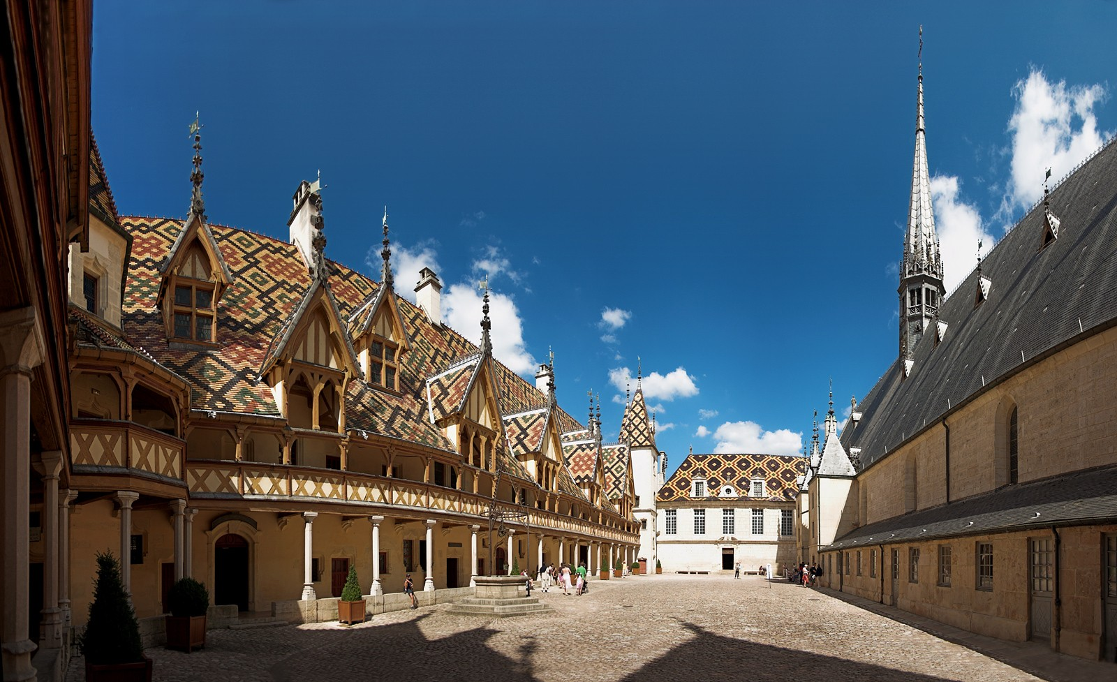 Beaune - Hospices de Beaune courtyard