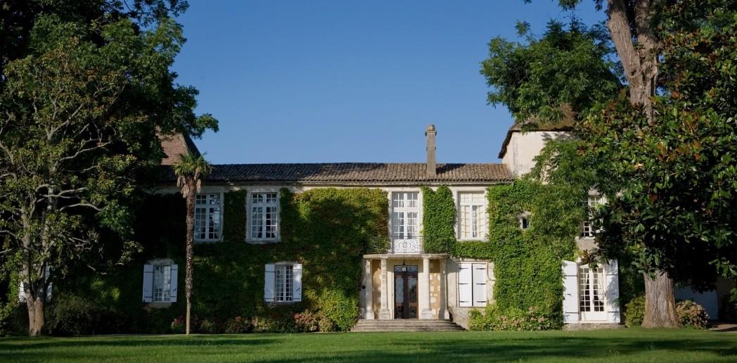 Château Carbonnieux - winery building
