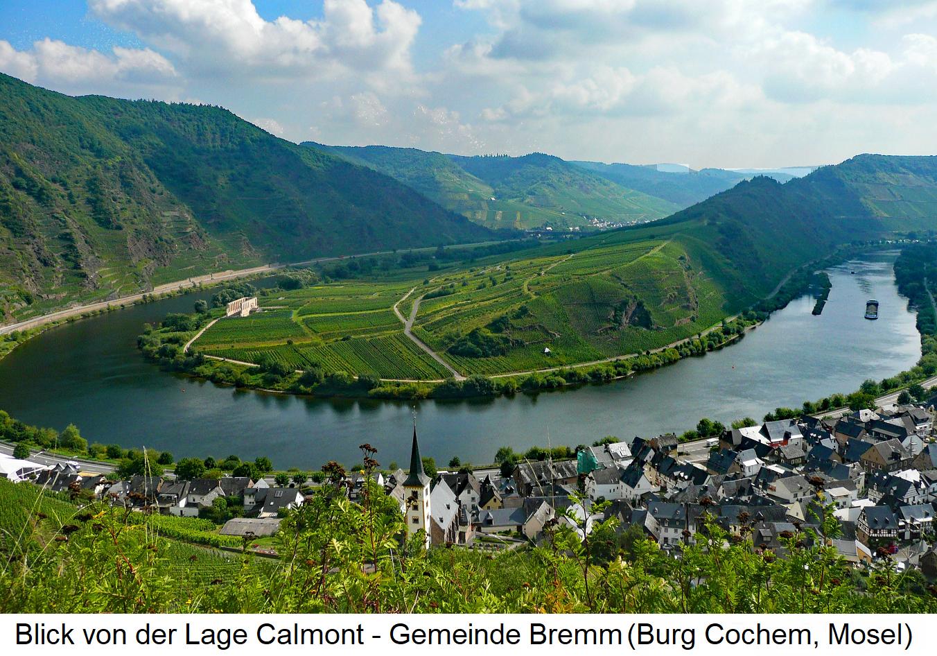 Blick von der Lage Calmont über die Gemeinde Bremm und das gegenüberliegende Moselufer