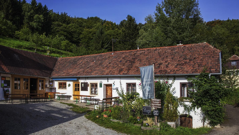 Pomassl - winery building