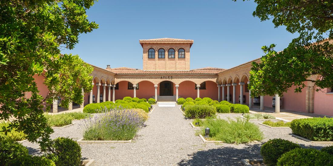 Pago Aylés - courtyard